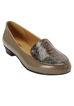 Elena Flats by Comfortview,