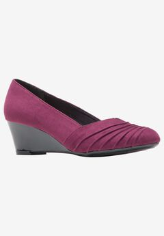 Gerdie Wedge by Soft Style,
