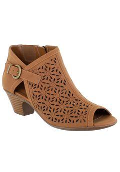 Dakota Sandals by Easy Street,