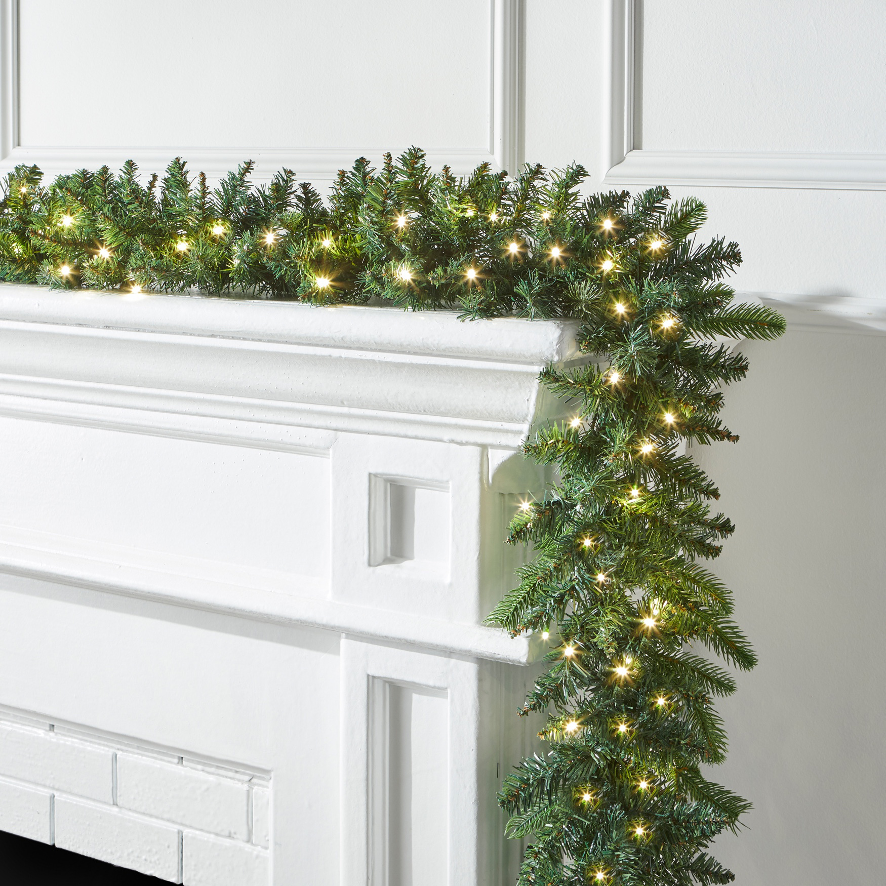 Pre-Lit Arrow-Tip 9' Garland, GREEN