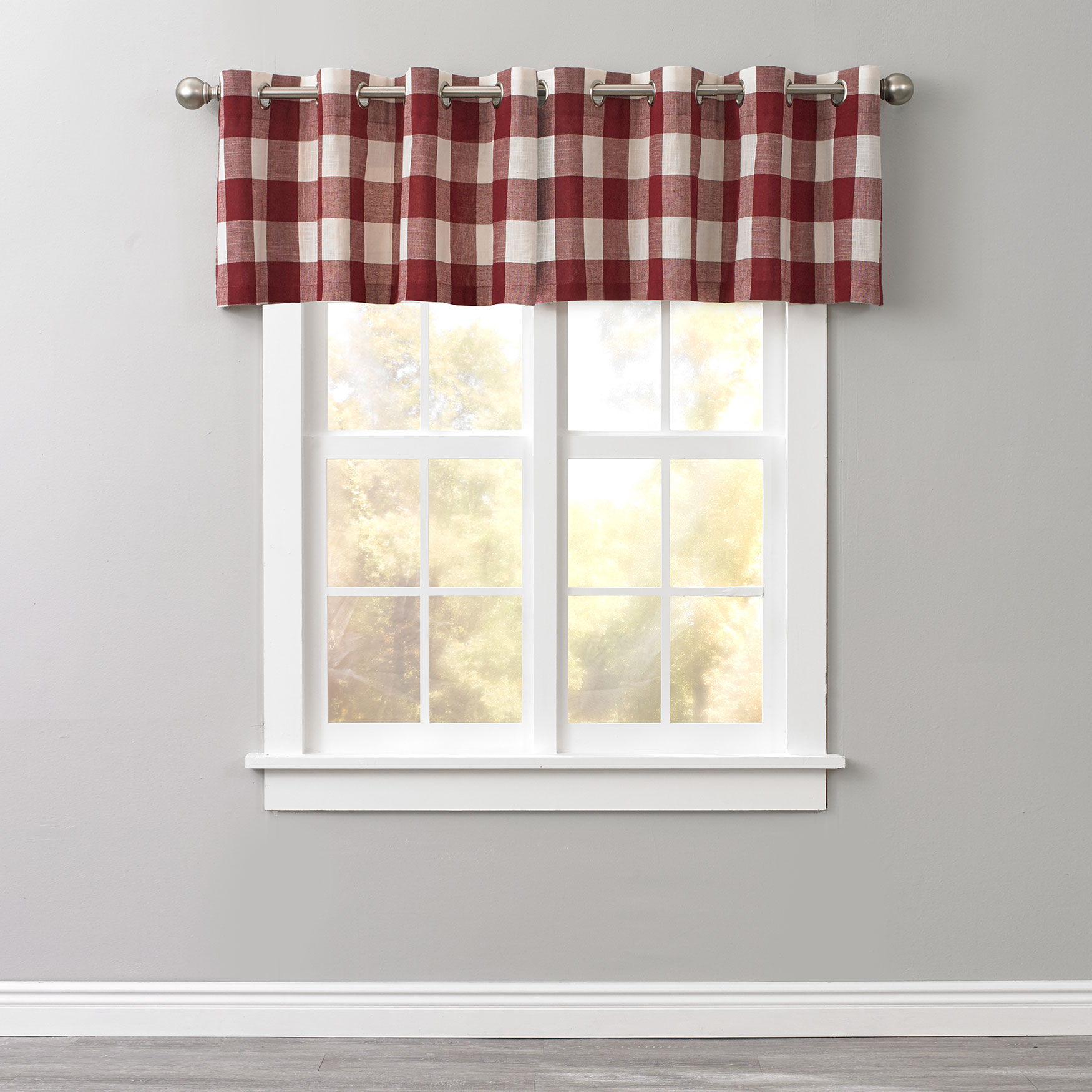 Courtyard Plaid Grommet Valance,